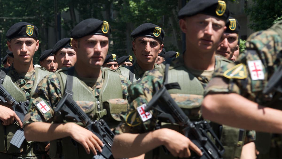 Грузинские военнослужащие во время парада в честь Дня независимости Грузии