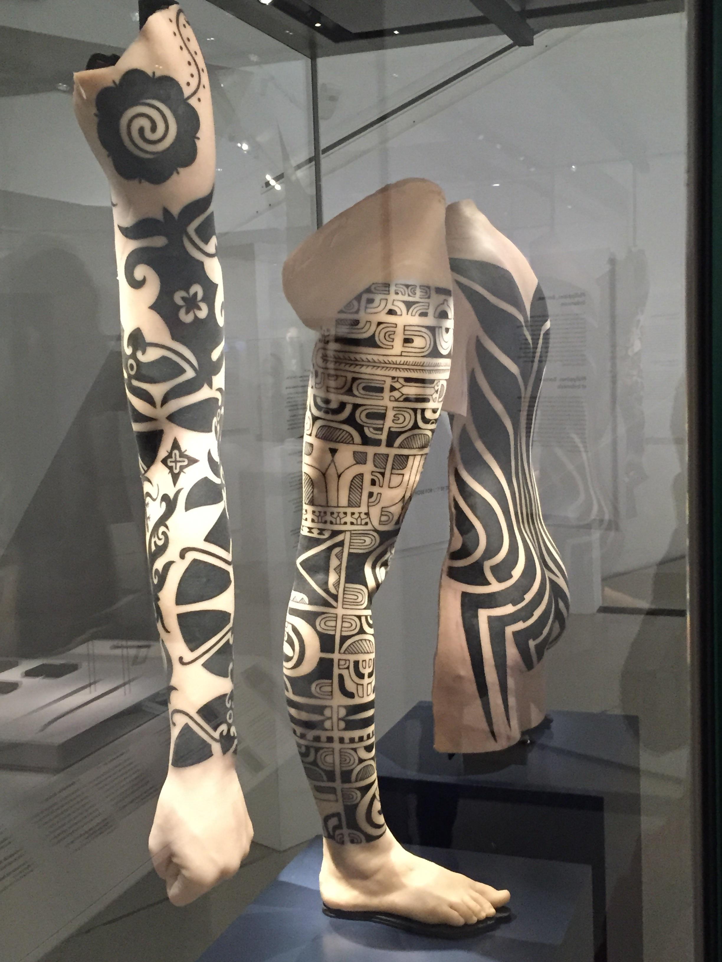 image 25 Другая SOVA ROM, tatoo, выставка, идентификация, искусство, Марк Джейкобс, одержимость, ритуал, тату, татуировк, Тин-Тин