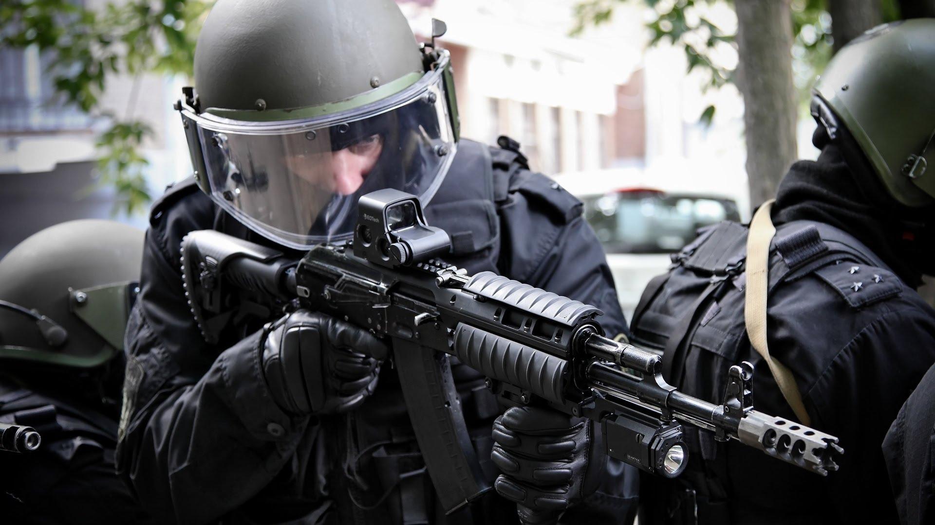 Спецназ освободил двоих заложников из захваченного отделения полиции в Ереване