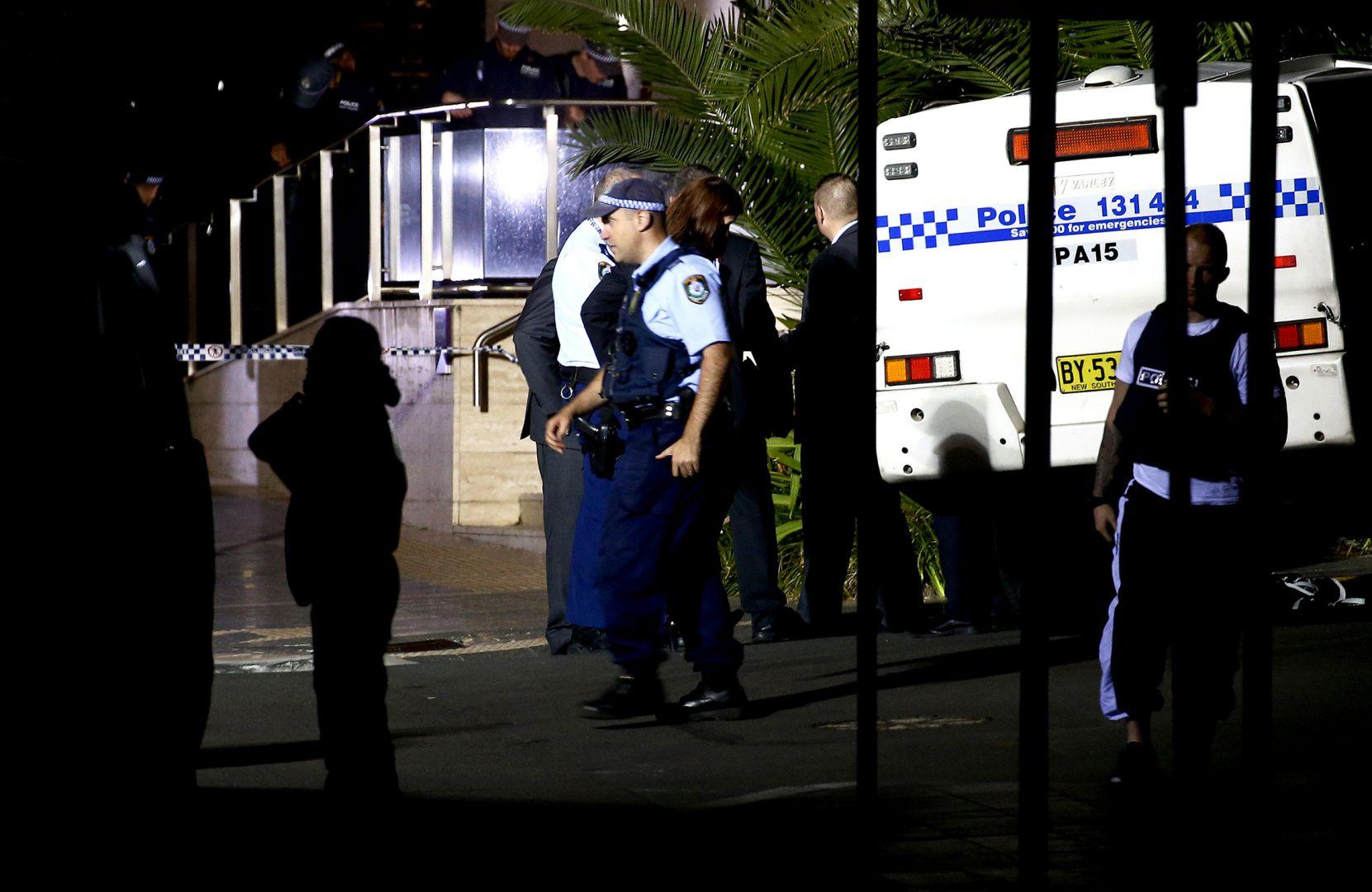 В Австралии грузовик с газовыми баллонами протаранил полицейскую автостоянку