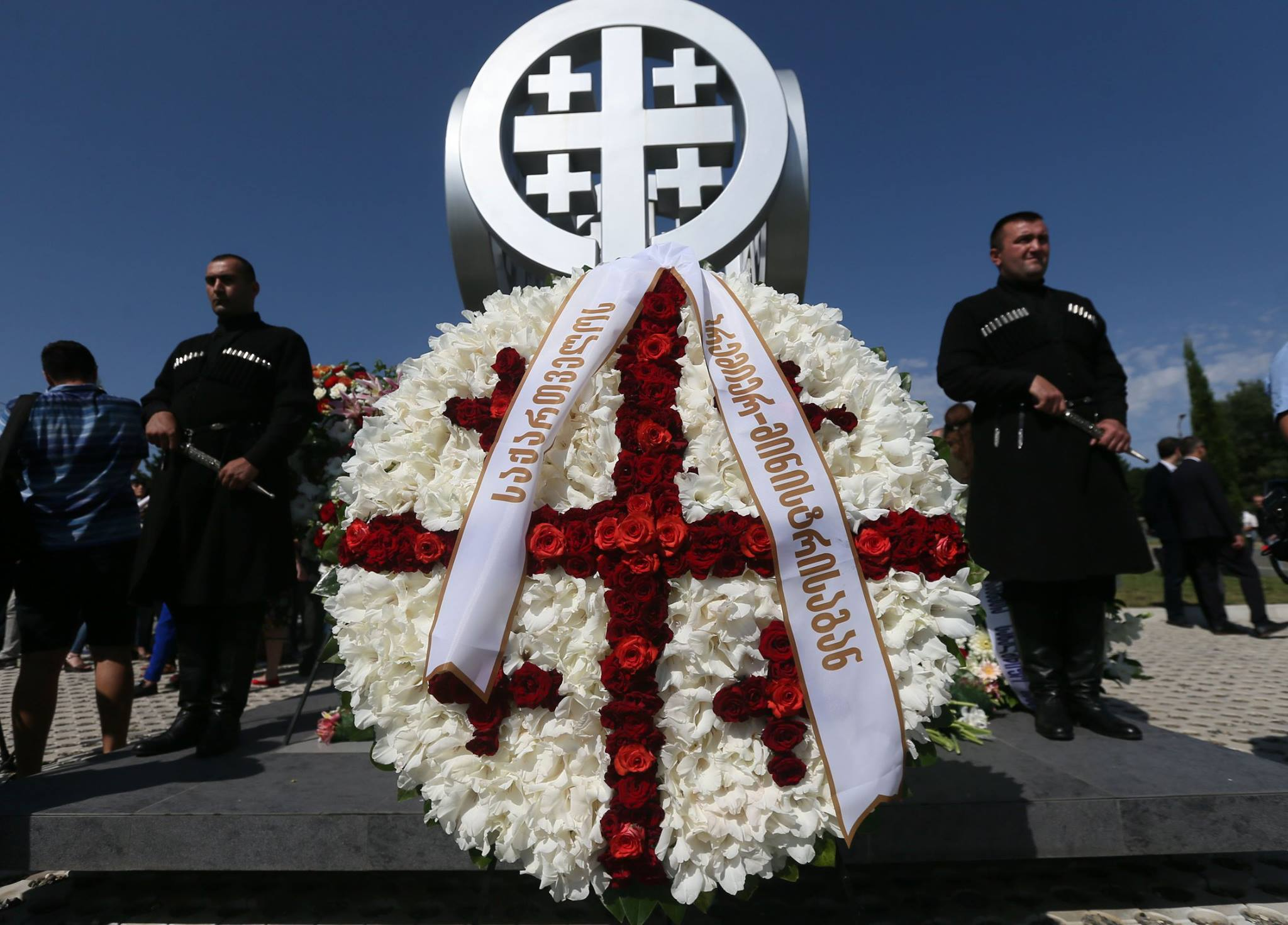 Премьер Грузии почтил память погибших в августовской войне