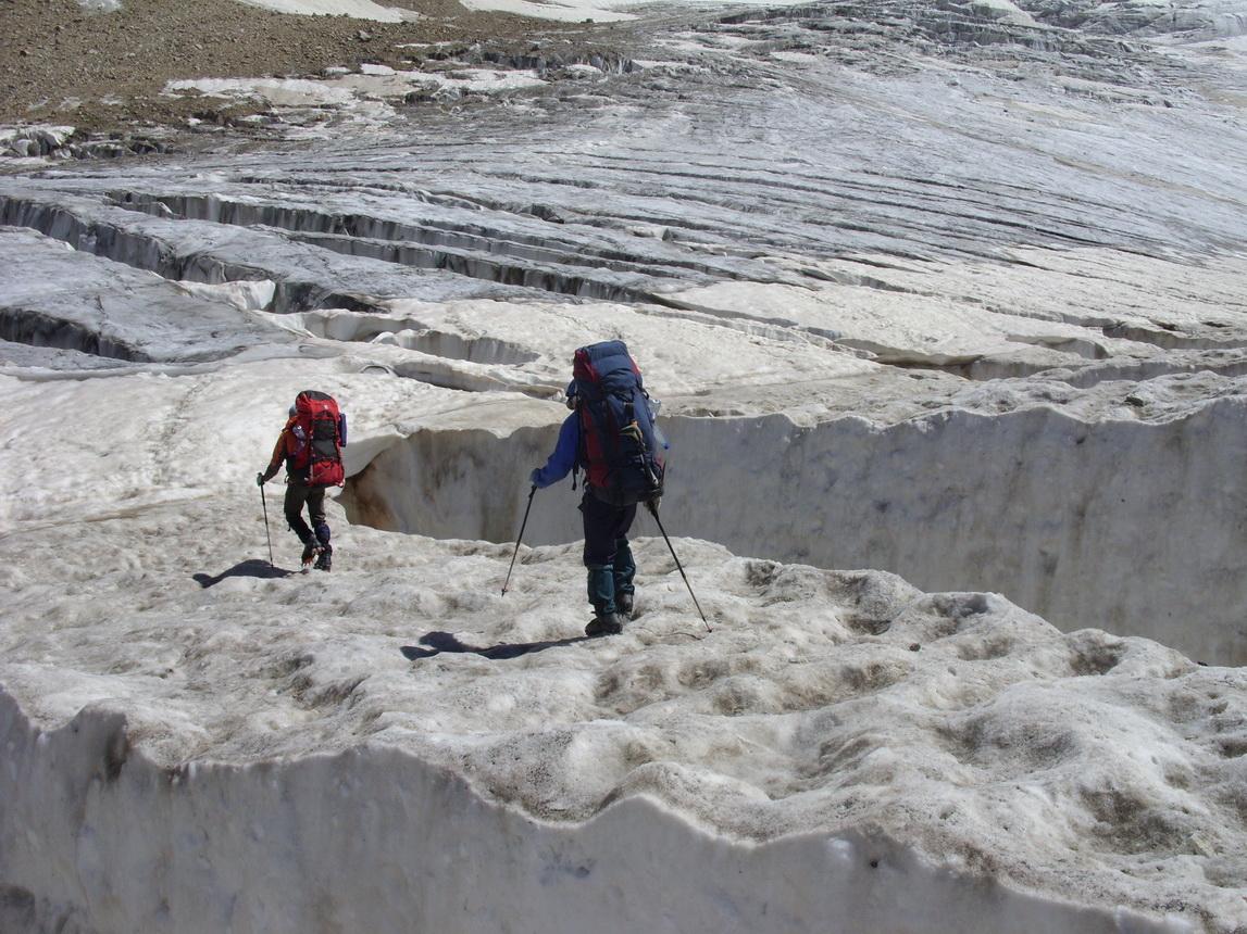 Украинский альпинист погиб во время восхождения на гору Шхара