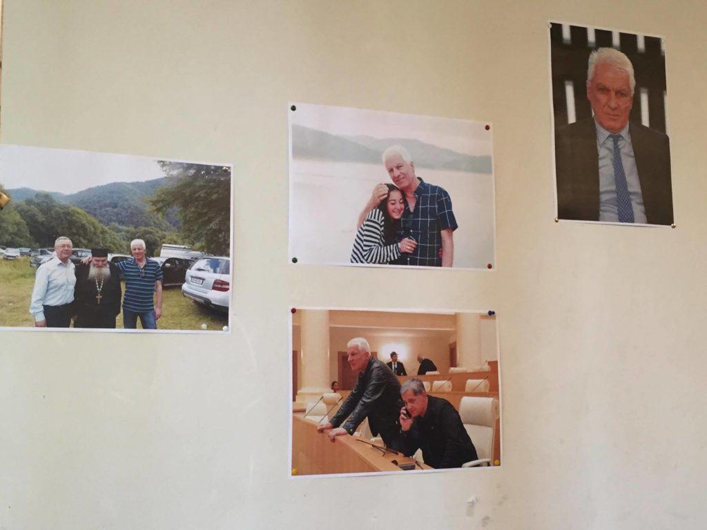 Стенд в избирательном офисе партии «Тамаз Мечиаури – За единую Грузию»