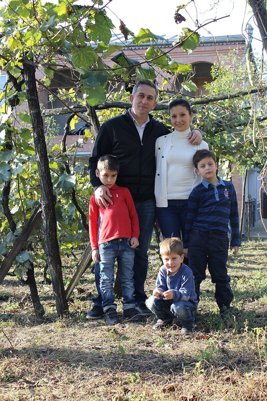 Заза Тавадзе с супругой и тремя сыновьями