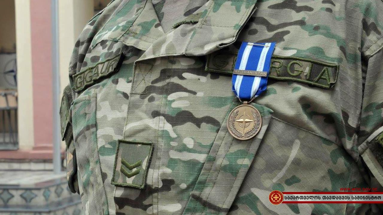 Грузинским военным вручили наградные медали НАТО
