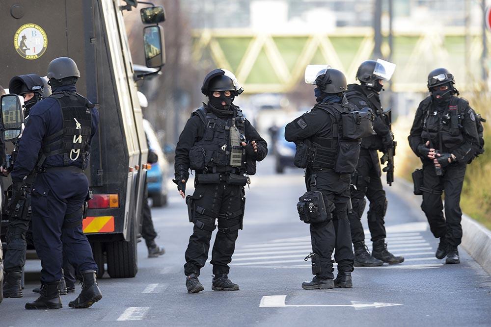 Теракт встолице франции : вweb-сети  появились новые фото