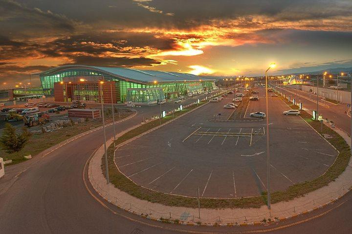 Ураганный ветер нарушил работу Тбилисского аэропорта