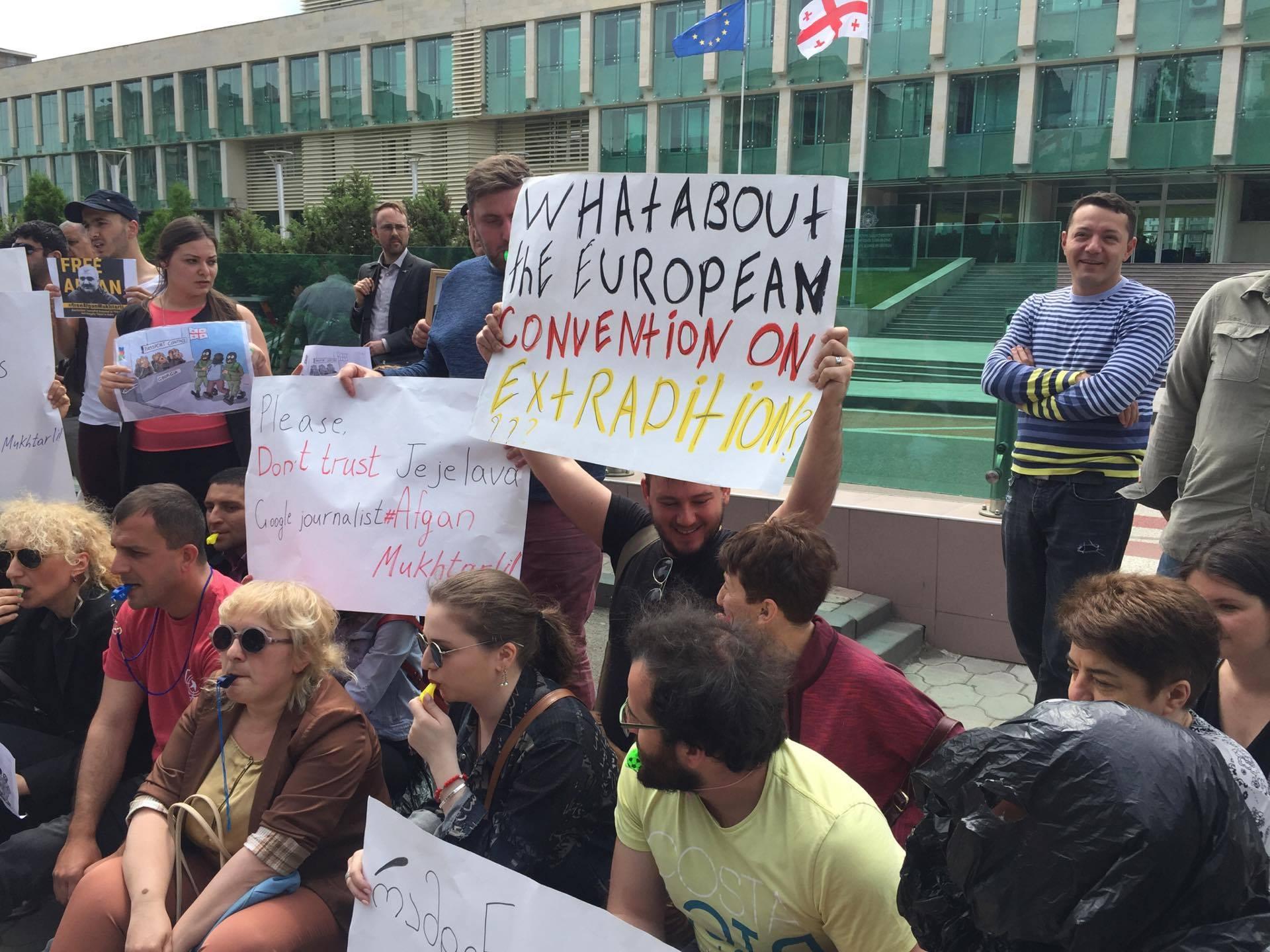 Акция против задержания Афгана Мухтарлы. Фото: SOVA