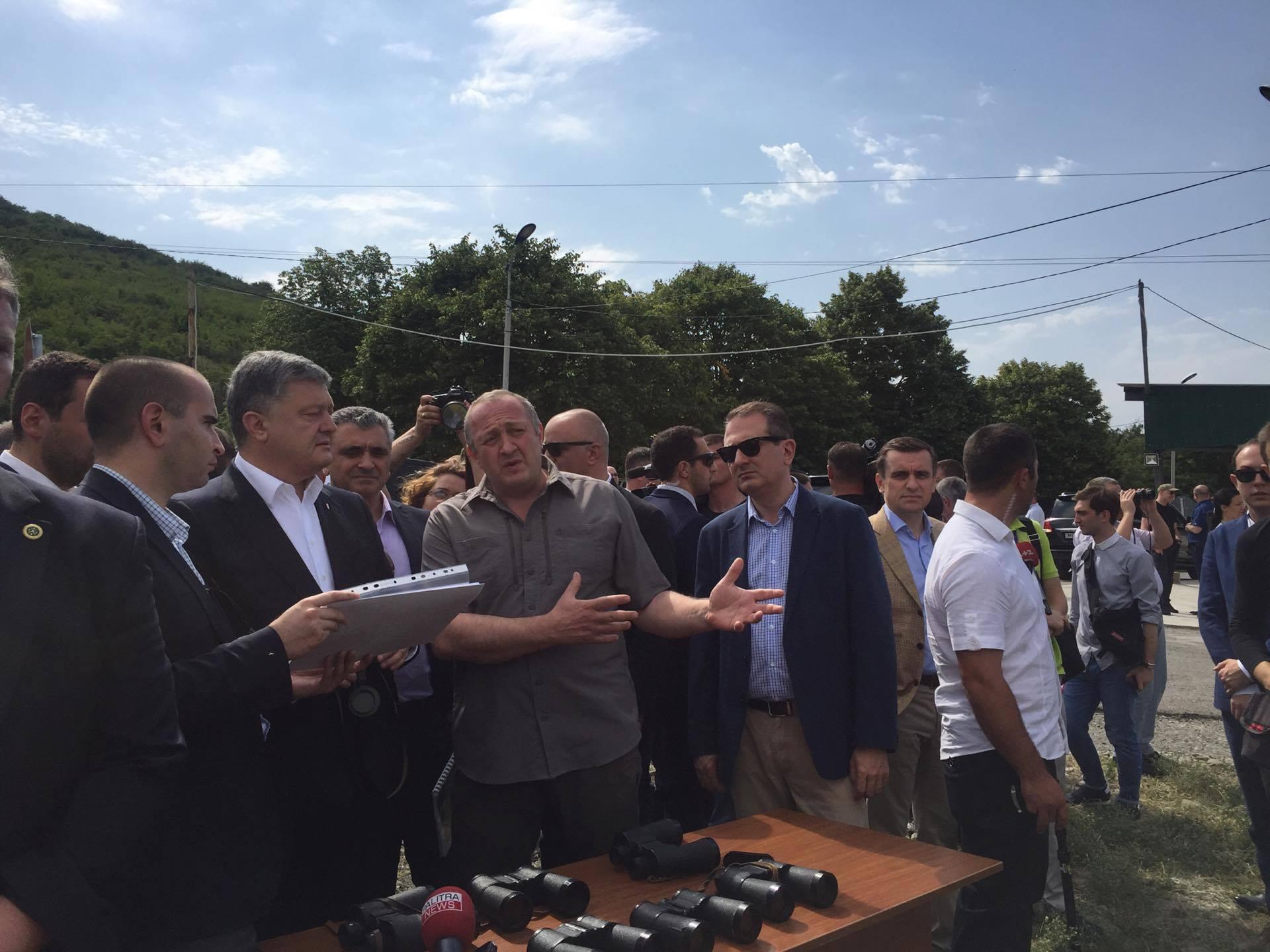 Президет Украины посетил линию оккупации