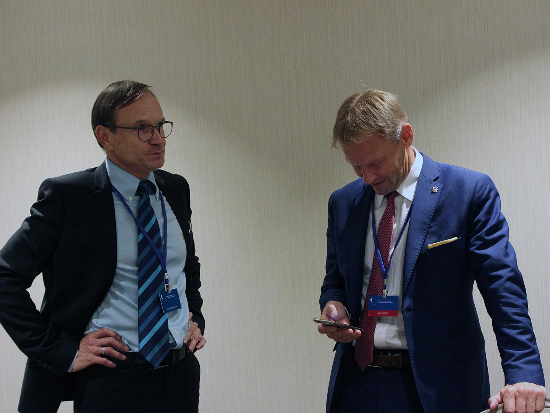 Вазил Гудак, вице-президент ЕИБ (справа)