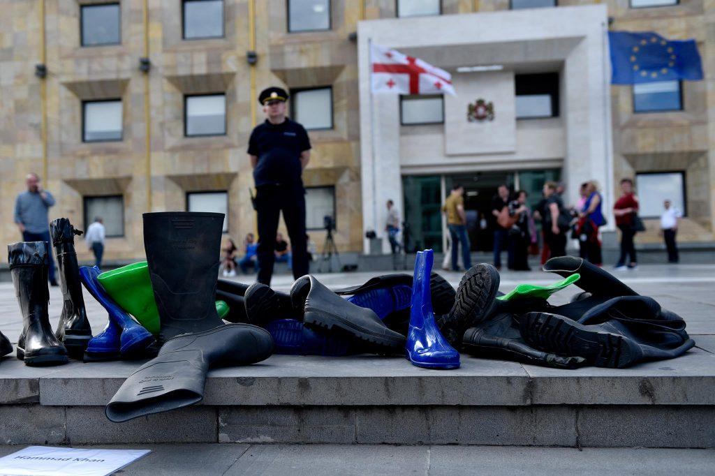 """""""Боты"""" для премьер-министра Грузии Фото: Радио Свобода"""