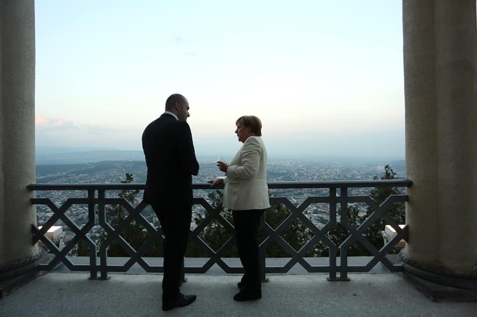 Angela Merkel Georgia 5 #политика featured, Ангела Меркель, германия, грузинские танцы, грузинское многоголосье, Грузия, Мамука Бахтадзе, мтацминда, Мцхета, тбилиси, ФРГ
