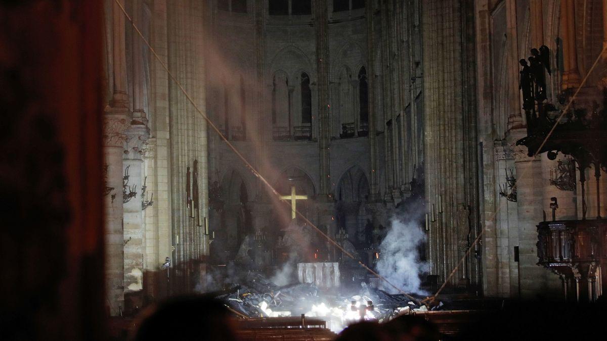https cdn.cnn .com cnnnext dam assets 190415191421 17 notre dame fire unfurled Париж Париж