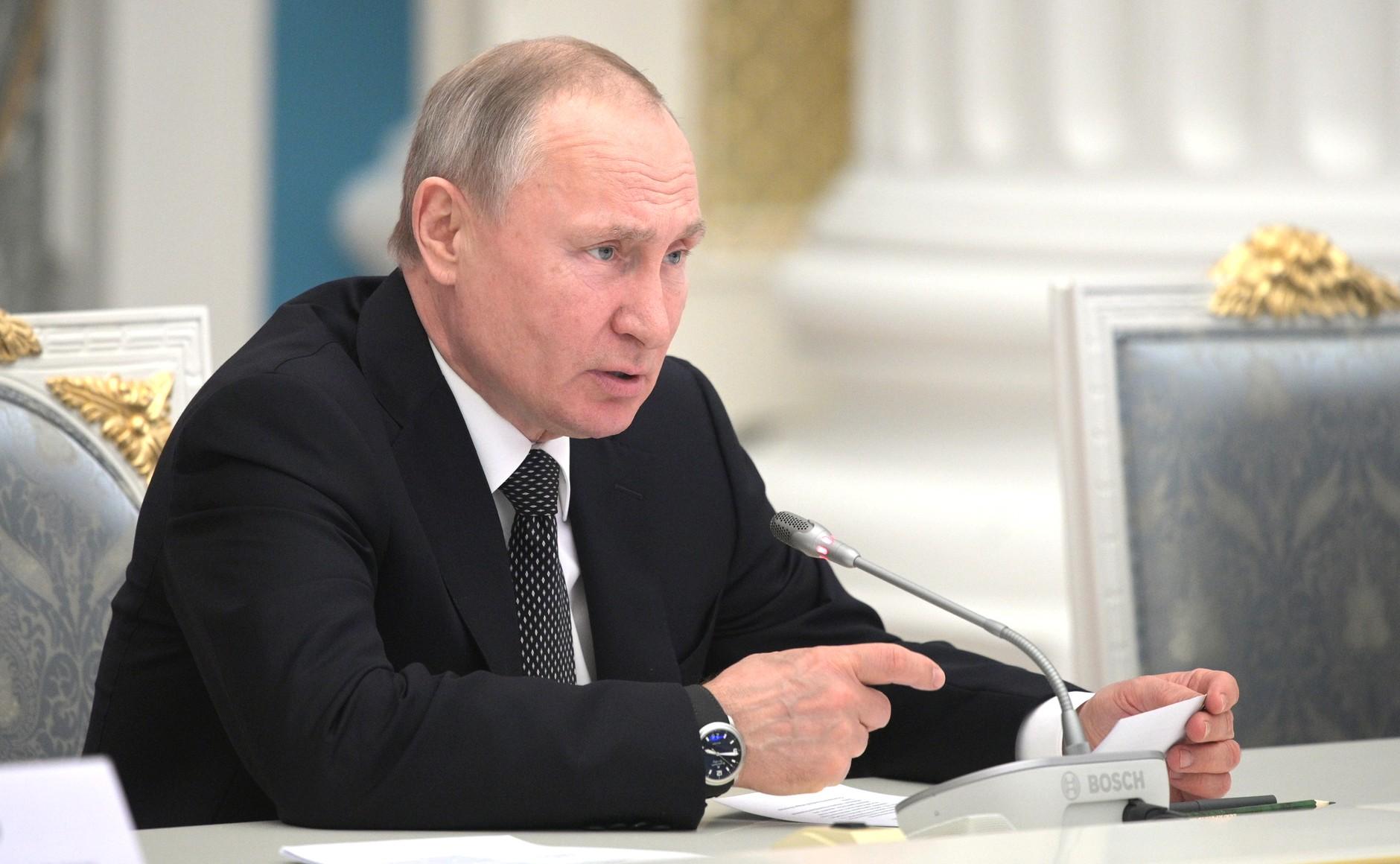 Владимир Путин на встрече с рабочей группой по подготовке предложений о внесении поправок в Конституцию. Фото: kremlin.ru