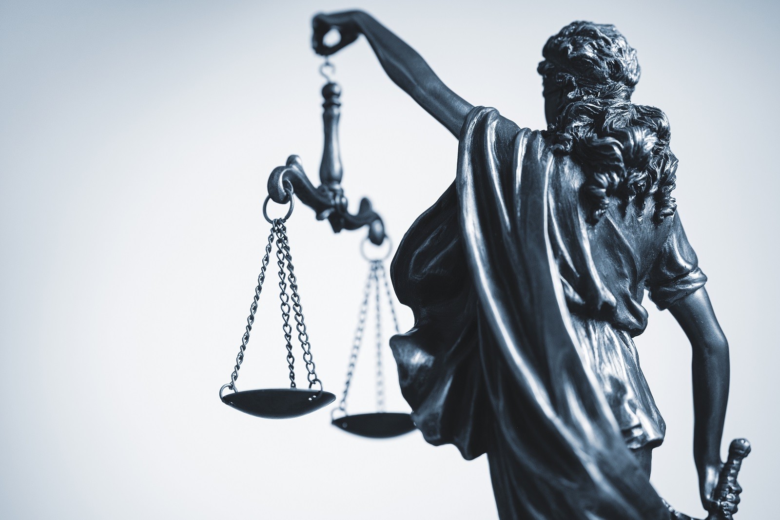 cropped view of statue of justice with the scales GF2DH9Y #новости Грузинская мечта, ЕСПЧ, Минюст, Ника Мелия, Страсбургский суд