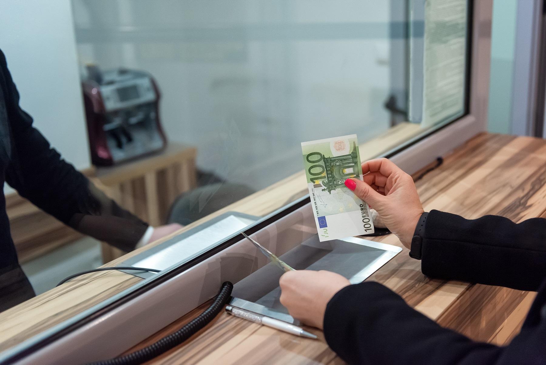 money concept 422HWXP #экономика featured, денежные переводы, коронавирус, трудовая миграция, Трудовой кодекс Грузии