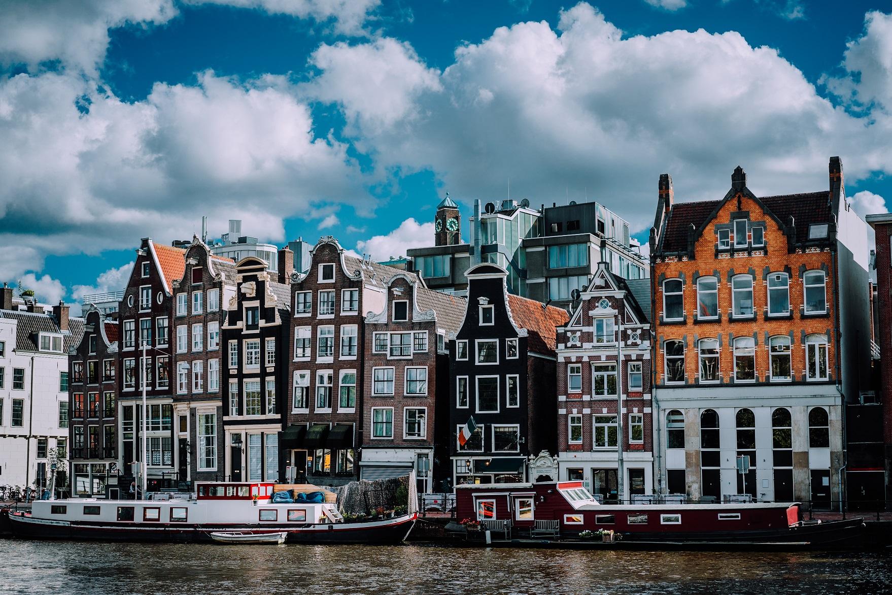 wonderful architecture of amsterdam white fluffy c 52RF47Y #новости Грузия-Нидерланды, Нидерланды