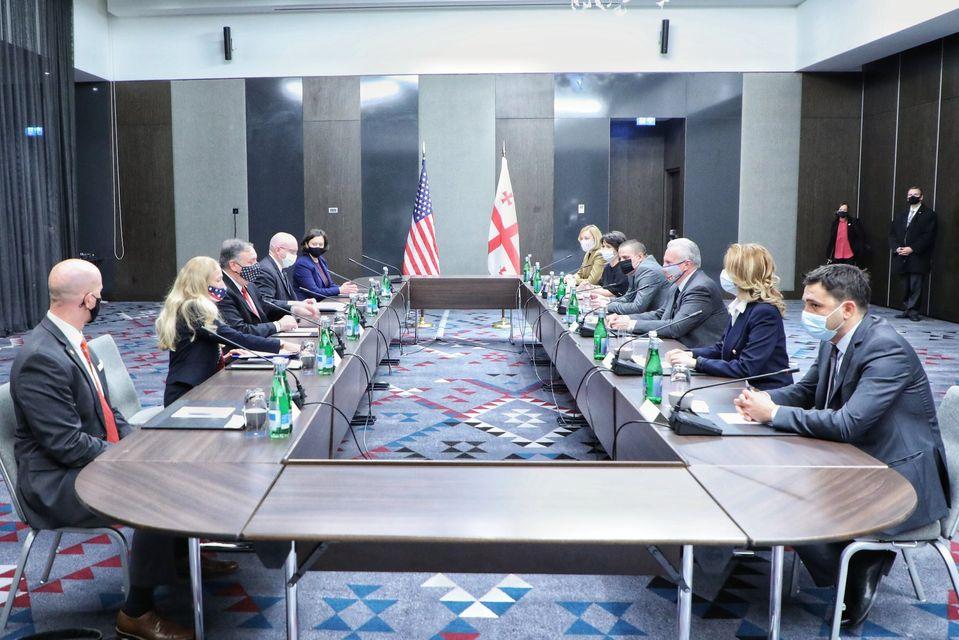pompeo ngo Госсекретарь США Госсекретарь США