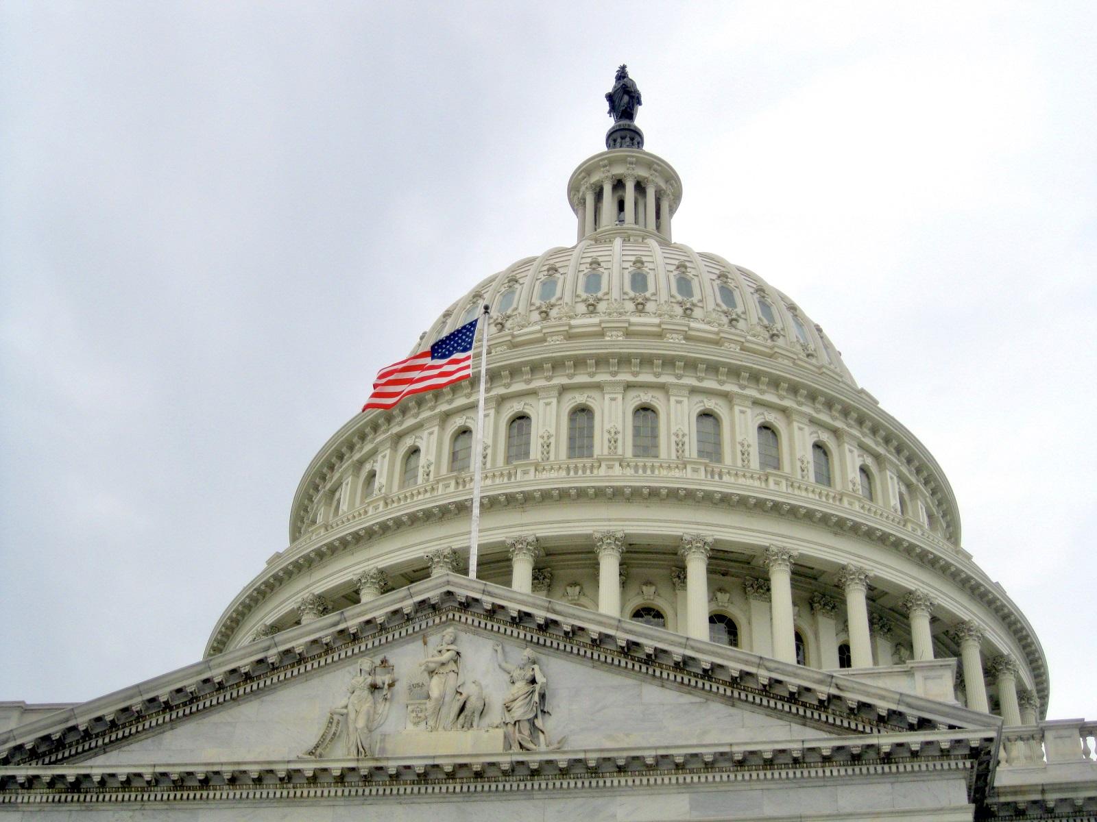 view of the capitol building dome with the united B99KLLR Конгресс США Конгресс США