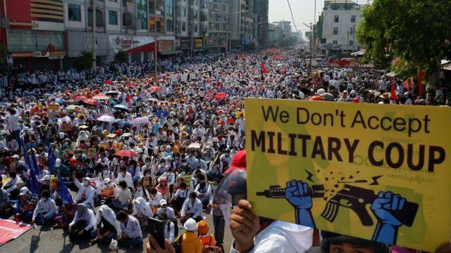 117134023 gettyimages 1231318570 Новости BBC государственный переворот, Мьянма, протесты