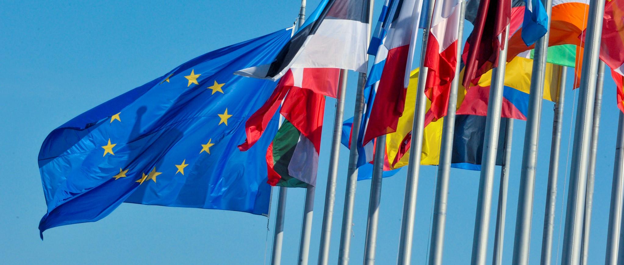 EU flags Еврокомиссия Еврокомиссия