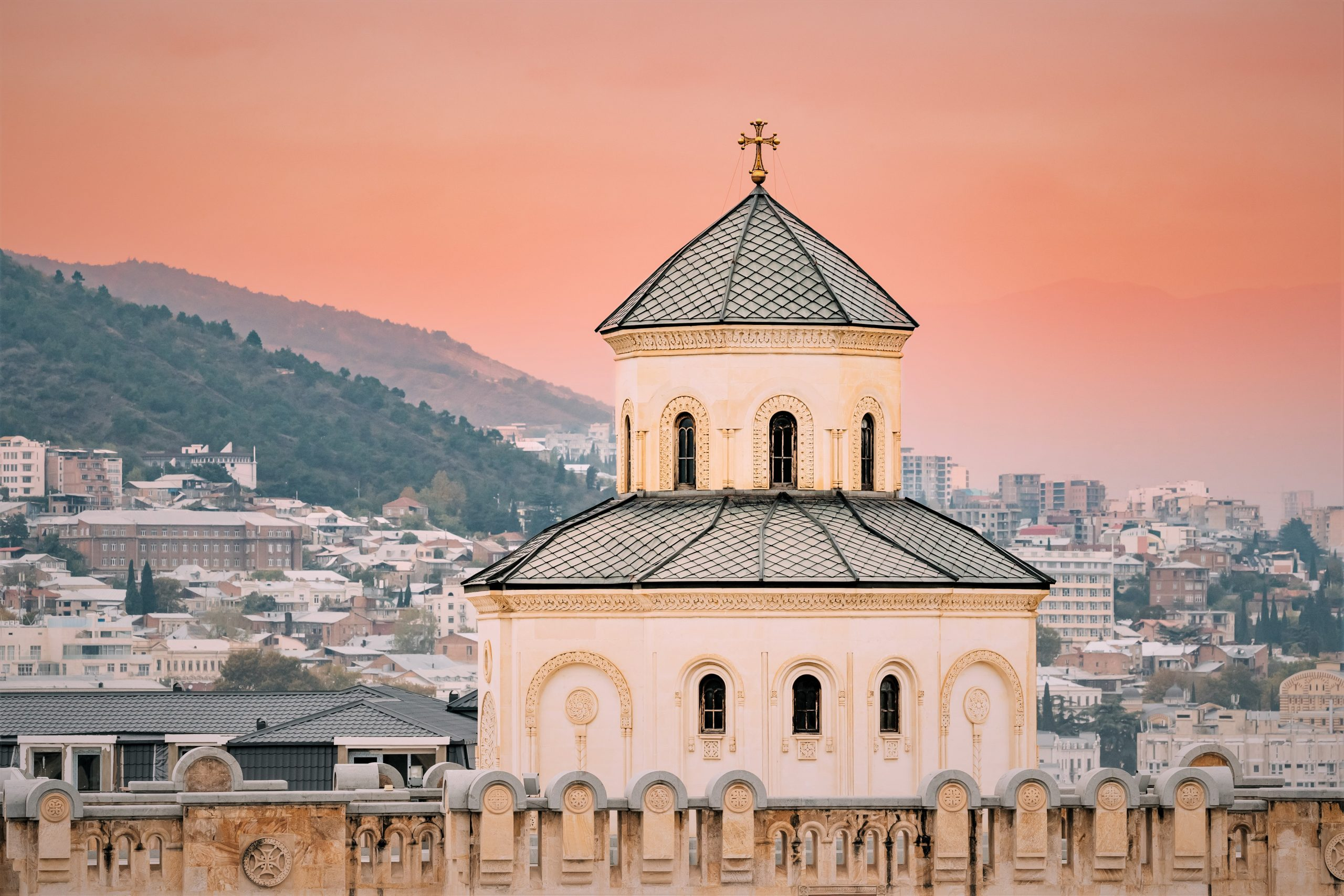 tbilisi georgia exterior of the holy trinity cathe CD32RY scaled Грузинская Православная Церковь Грузинская Православная Церковь