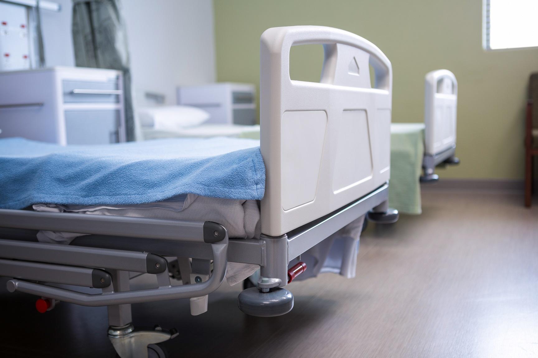 empty beds in ward at hospital 4EABTA2 убийство убийство