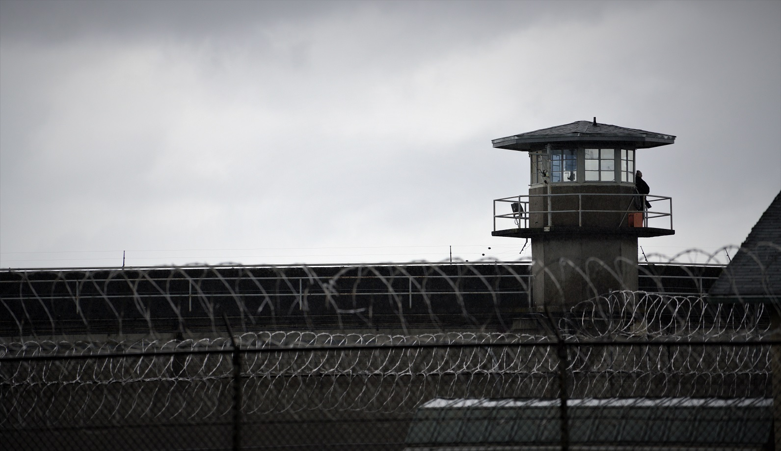 guard station state penitentiary barbed wire grey P52XKL2 #новости Коюа Накопия, Михаил Саакашвили