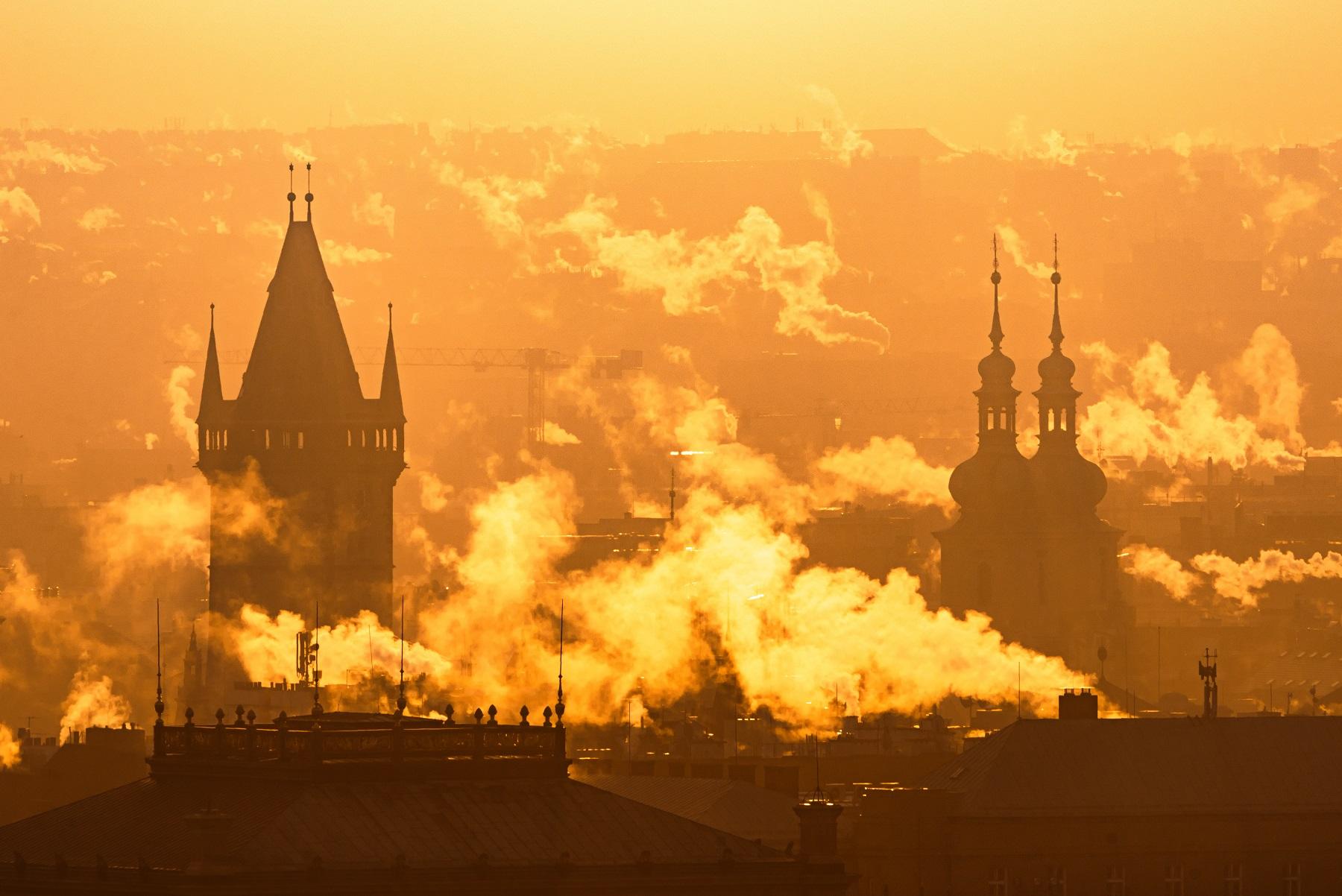 prague foggy sunrise czech republic SXR9U5J чехия чехия
