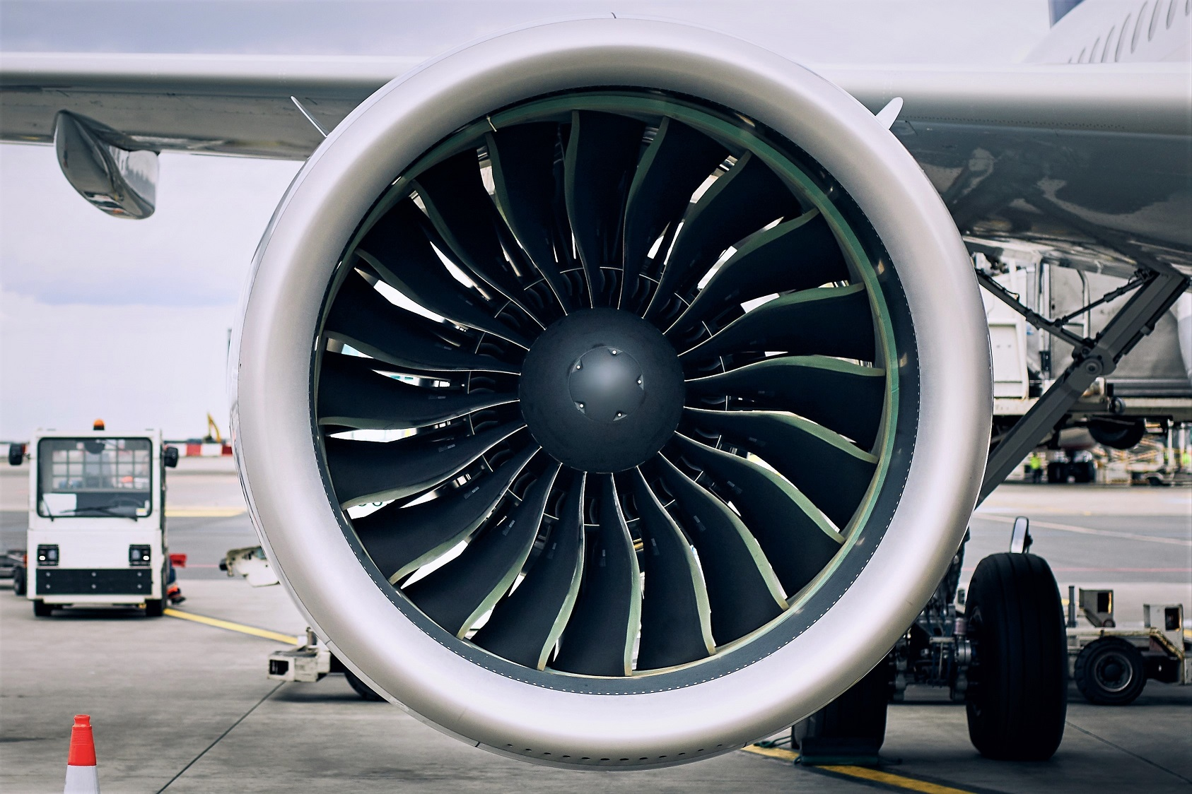 preparation of airplane before flight TXN7E5M #политика featured, авиасообщение, Грузия-Россия, Крым, санкции, Турция, украина, эмбарго