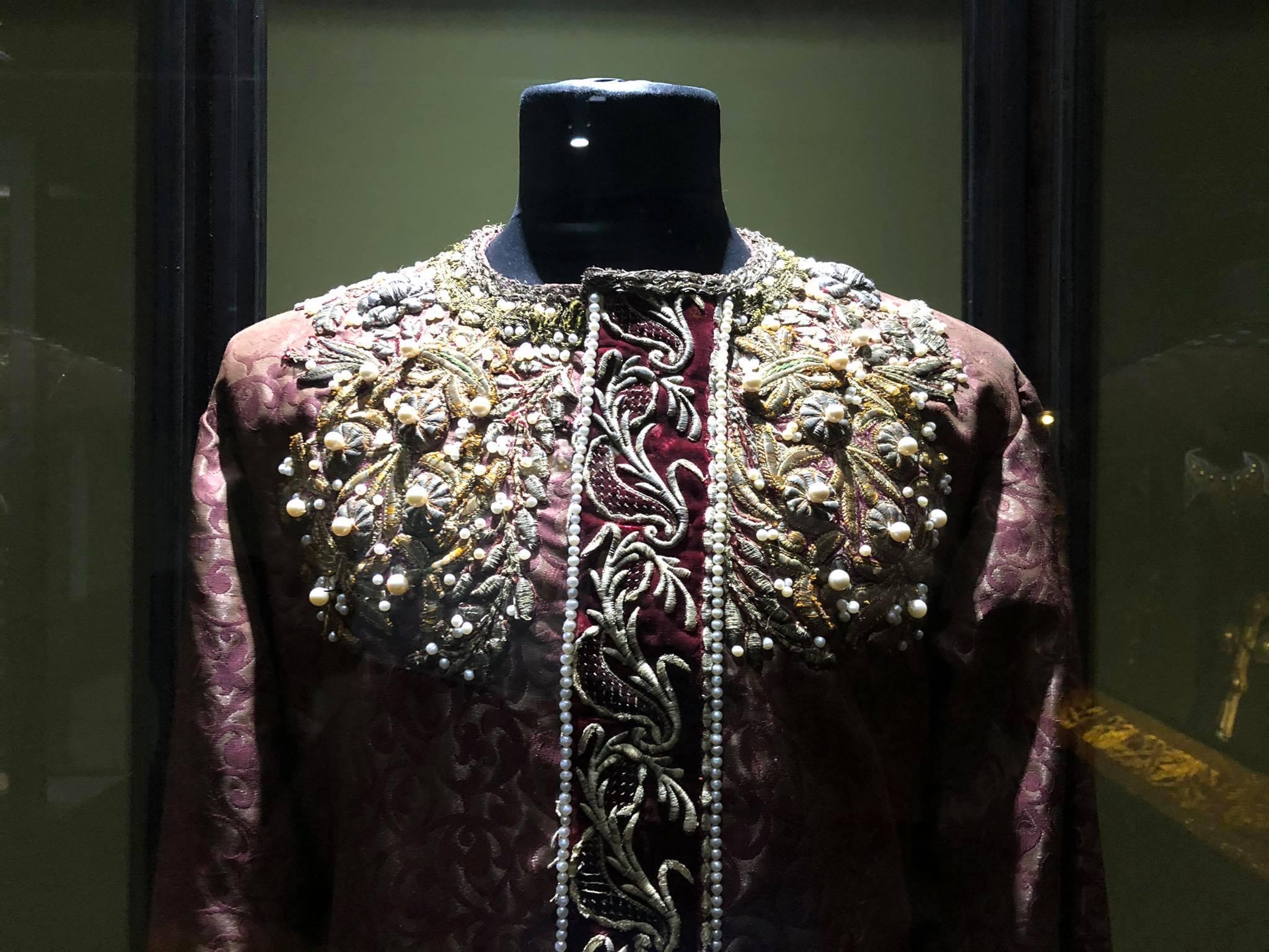 186548121 406051523928878 8789482060039128942 n Другая SOVA featured, Георгий Каландия, Дворец искусств, мода, национальный костюм, чоха