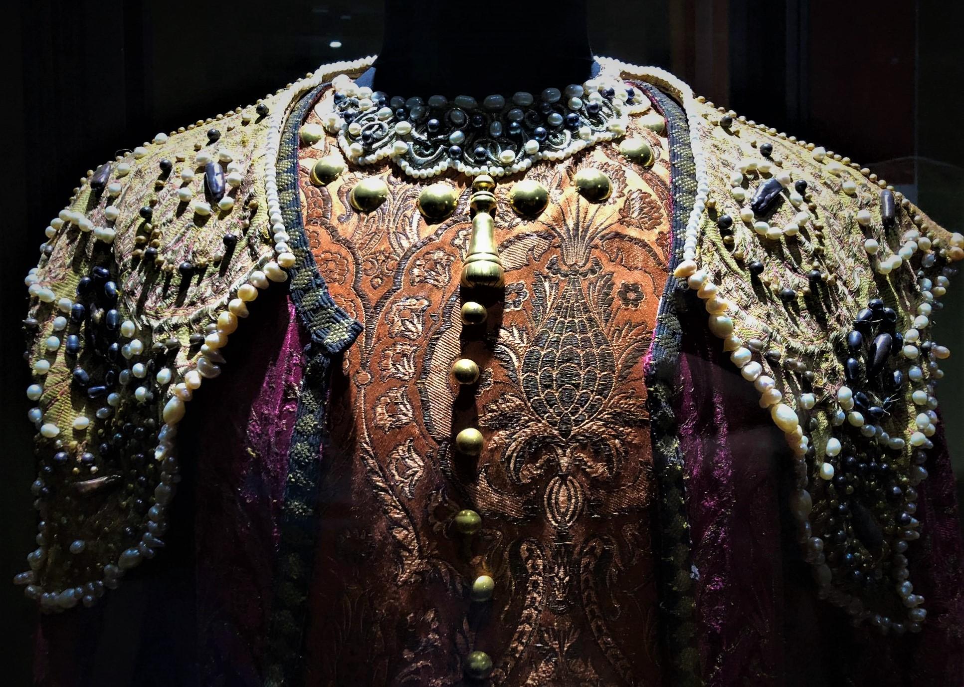 187586453 2576419142662520 8133793313308204579 n Другая SOVA featured, Георгий Каландия, Дворец искусств, мода, национальный костюм, чоха