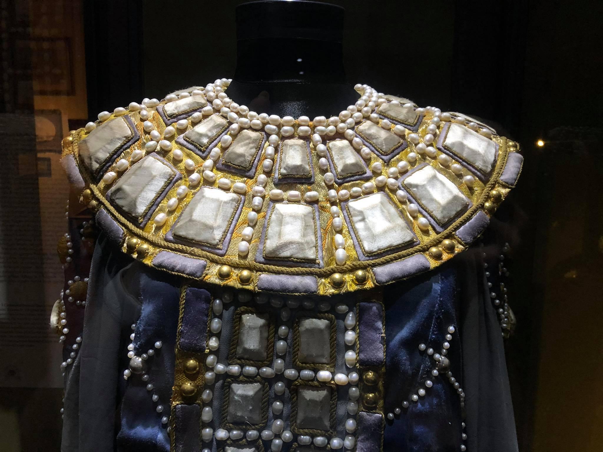 187592963 3914923811954590 8388561548352621381 n Другая SOVA featured, Георгий Каландия, Дворец искусств, мода, национальный костюм, чоха