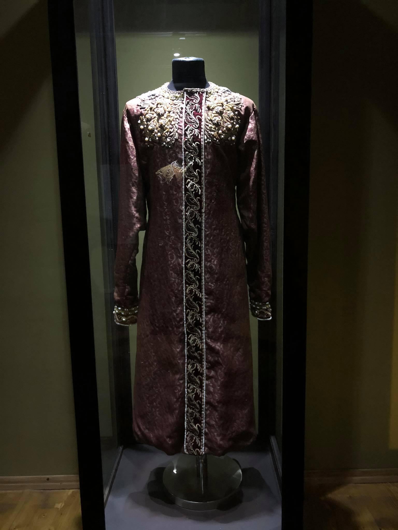 187696622 304535518017359 4582081056542738397 n Другая SOVA featured, Георгий Каландия, Дворец искусств, мода, национальный костюм, чоха
