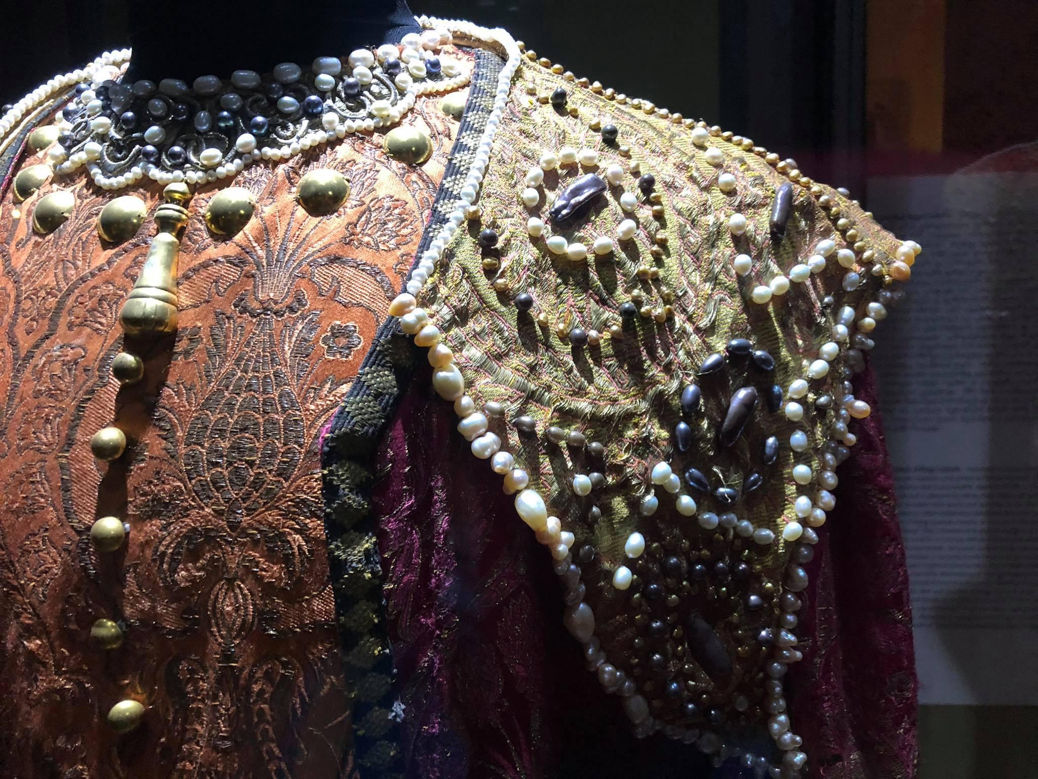 188090580 326925185448627 2777946445161984128 n Другая SOVA featured, Георгий Каландия, Дворец искусств, мода, национальный костюм, чоха