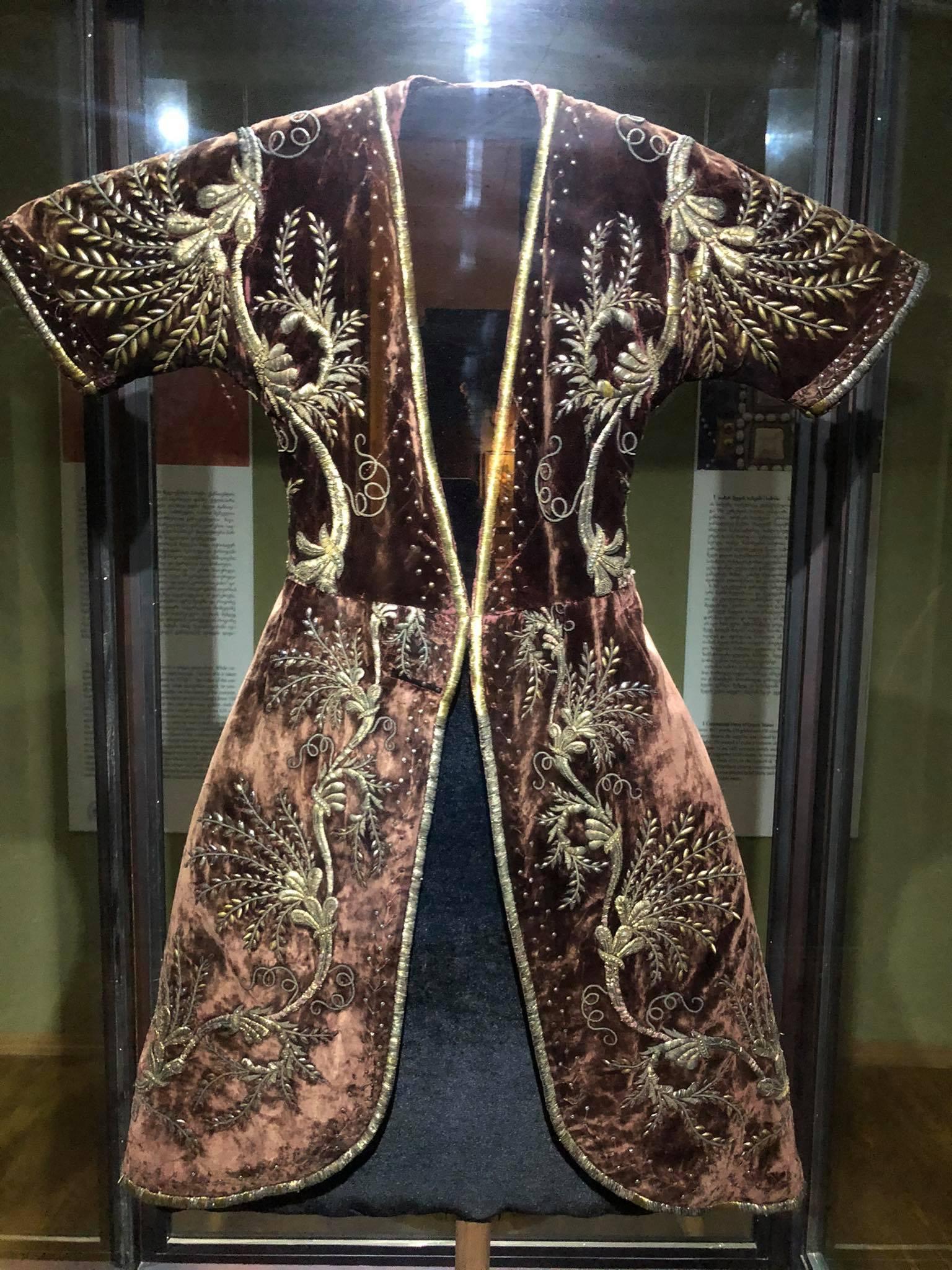 188486877 500204421227375 8109717217278394817 n Другая SOVA featured, Георгий Каландия, Дворец искусств, мода, национальный костюм, чоха