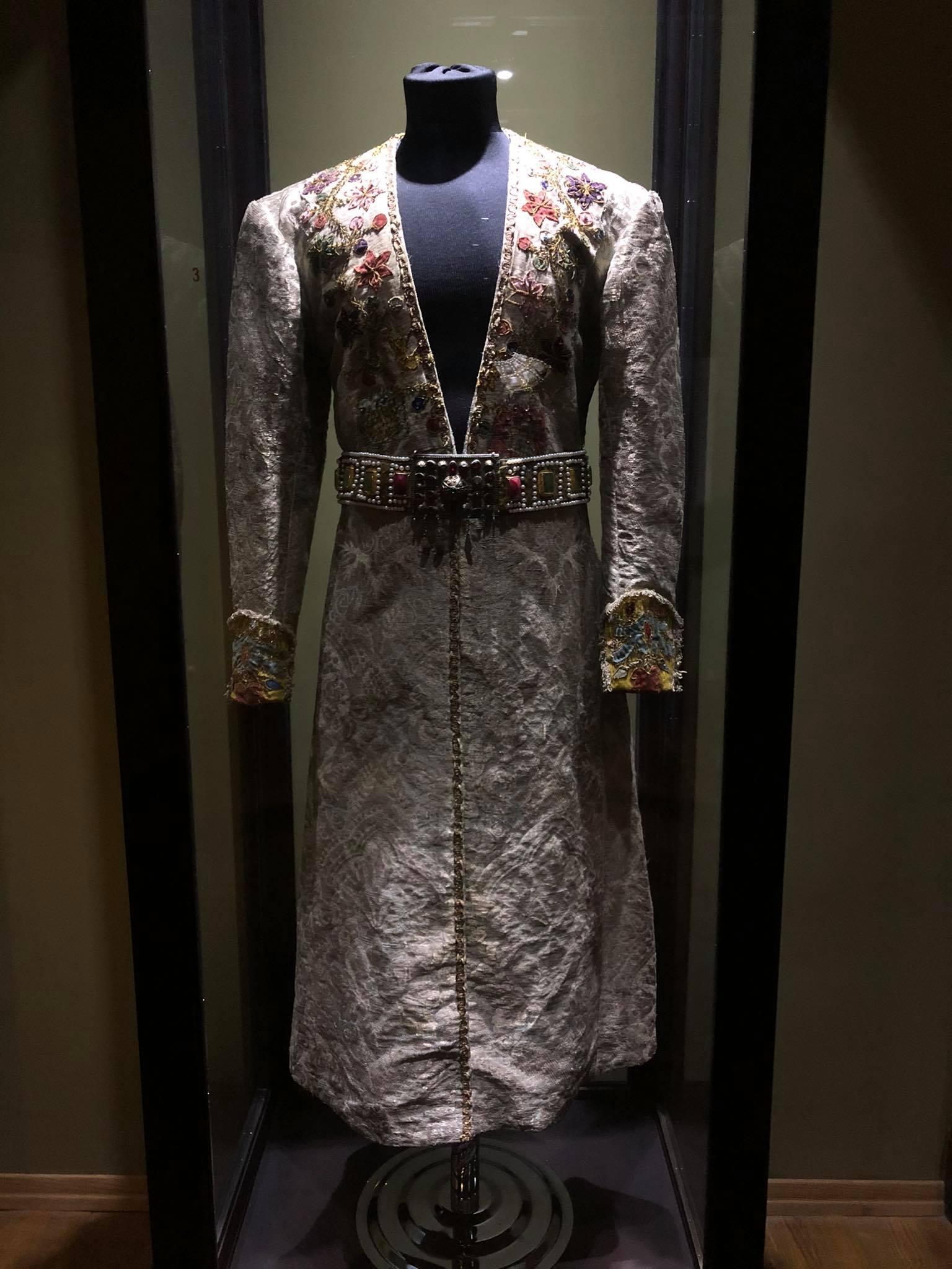 188602160 3749007558554722 76028868643611649 n Другая SOVA featured, Георгий Каландия, Дворец искусств, мода, национальный костюм, чоха