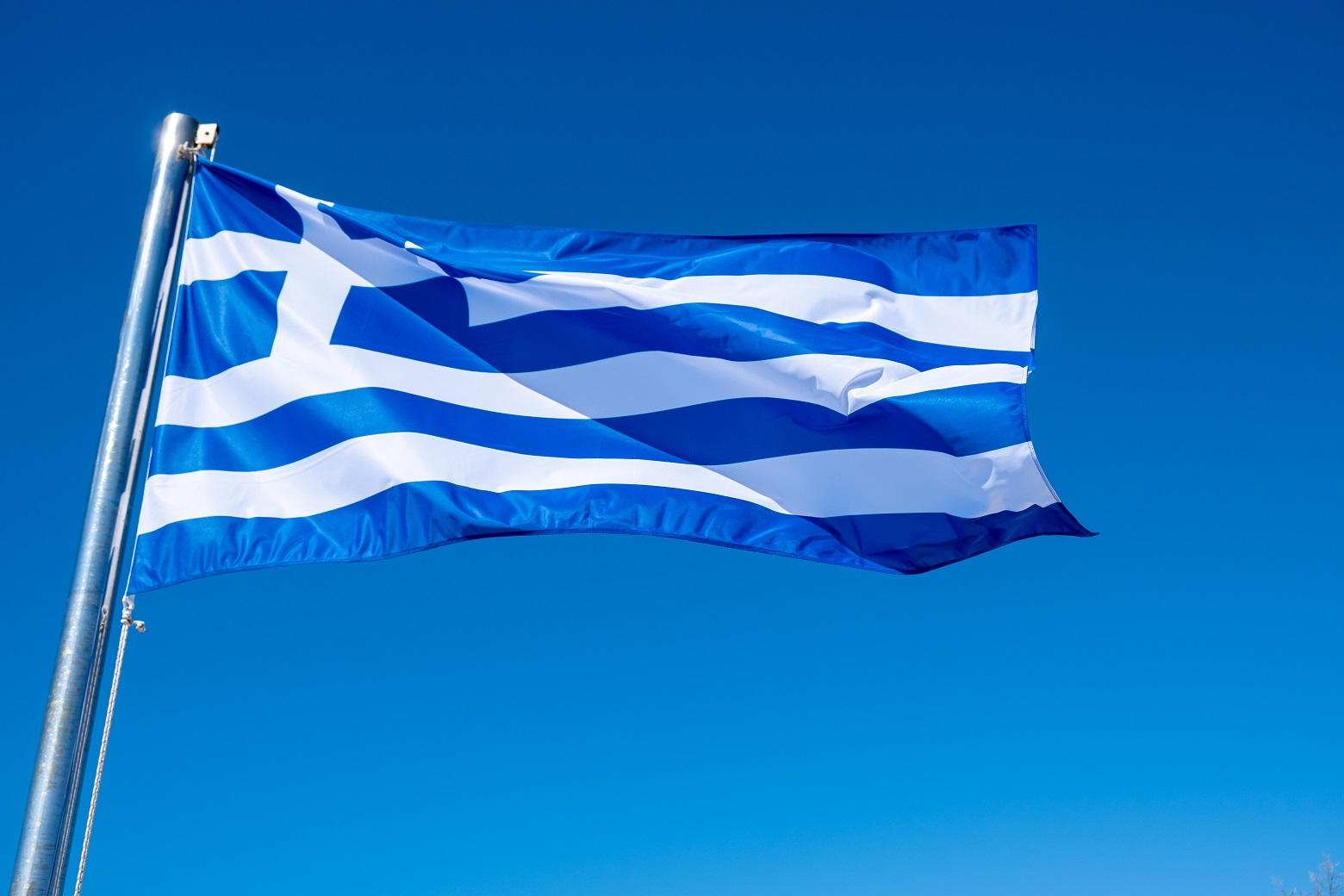 greek flag waving against blue sky background 3Z6U7V3 #новости авиасообщение, Греция, Грузия-Греция