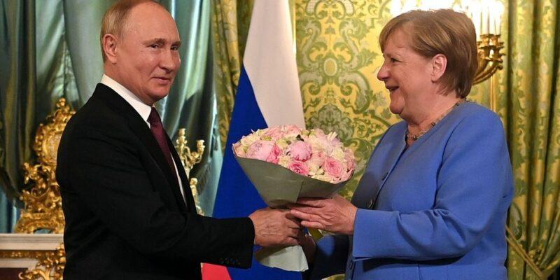 120088484 hi069617135 Новости BBC Ангела Меркель, Владимир Путин, германия, Россия