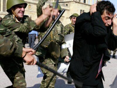 120256568 gettyimages lubiyeakciiprotestavazerbaijanerazgonayutsachastosjestokostyu.soldiersbeatanoppositionsupporterofthemusavatpartyduringriotsoctober162003 Азербайджан Азербайджан
