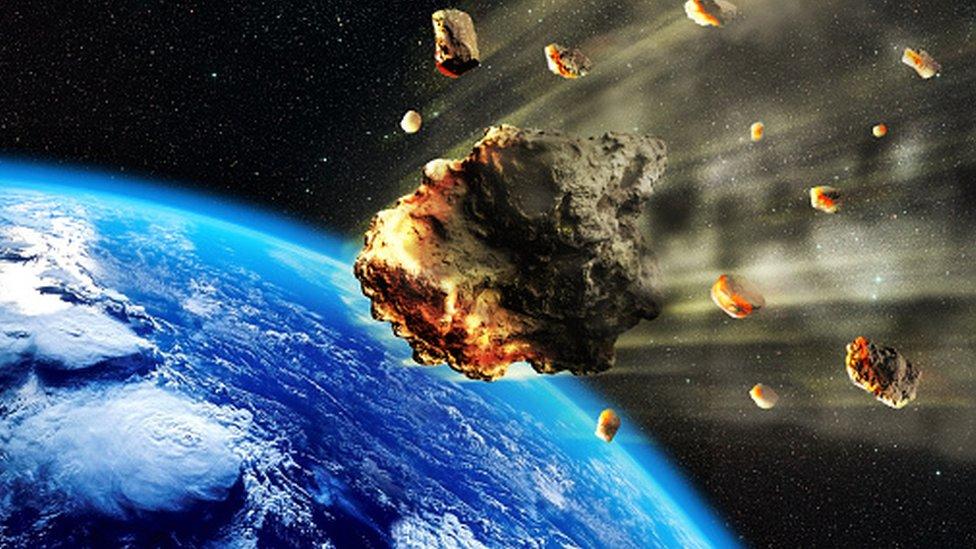 Астероид сближается с Землей